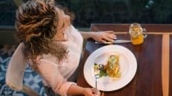 Manger seul régulièrement a des bienfaits que vous
