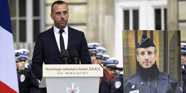 Étienne Cardiles lors de l'hommage national à Xavier Jugelé, le 25 avril à Paris.