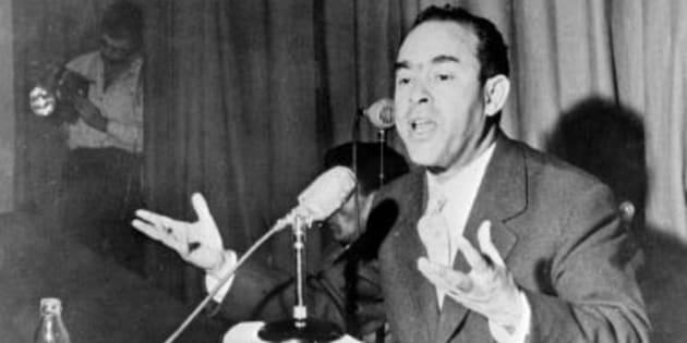 Mehdi Ben Barka durante una rueda de prensa celebrada en Casablanca en 1959.