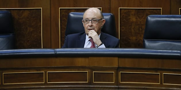 El ministro de Hacienda, Cristóbal Montoro, en su escaño, durante la votación.