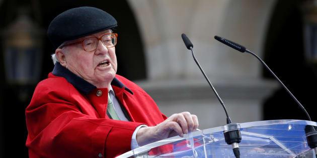 Jean-Marie Le Pen reste président d'honneur du FN (mais en n'étant plus adhérent).