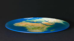 Ma se già gli antichi greci dicevano che la Terra era rotonda, perché queste celebrità si ostinano a dire che è
