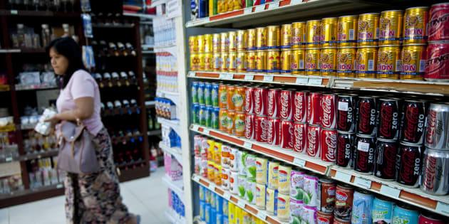 """La nouvelle """"taxe soda"""" sur laquelle planche l'Assemblée ferait bondir le prix du Coca de 15%"""
