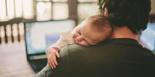 Congé paternité : Une Pétition Pour Le Rendre Obligatoire