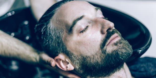 """Victime du """"syndrome du salon de beauté"""", ce Britannique a fait un AVC après être allé chez le coiffeur"""