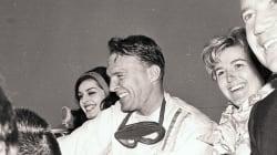 L'ancien pilote automobile Dan Gurney est