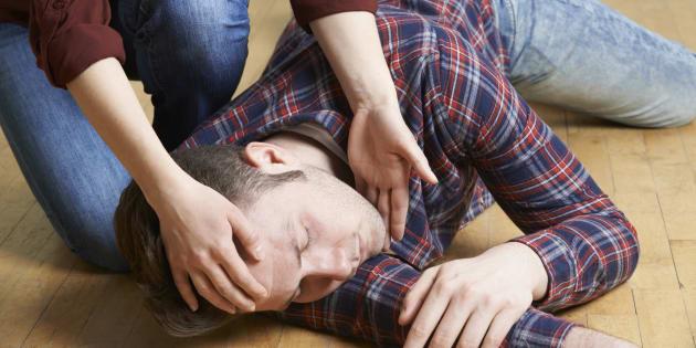 Les bons réflexes à avoir face à une personne qui fait une crise d'épilepsie