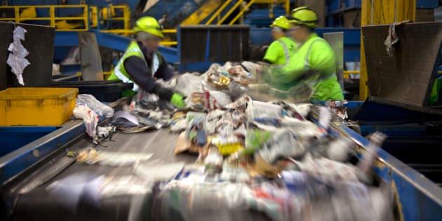 J'ai été ouvrier dans une usine de tri de déchets, voici ce qu'il s'y passe vraiment.