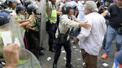 Abuelos marchan en Venezuela y son dispersados con gas