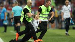 ワールドカップの決勝戦で乱入したのは、あの有名なグループだった