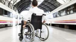 Offende un ragazzo disabile sul treno, poi si pente e si scusa: