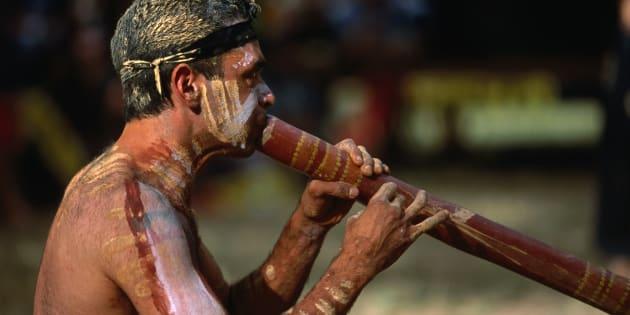 Pas envie de regarder France - Australie ? Pour rester dans l'ambiance australienne, apprenez à jouer du didgeridoo