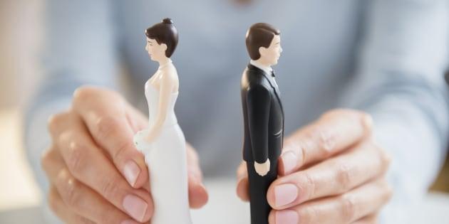 Six choses qui peuvent saper un mariage, selon les thérapeutes de couples.