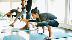 15 Reddit-Recommended Yoga Tops That Don't Ride