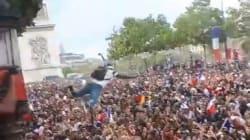 On a discuté avec l'homme qui a sauté d'un arbre (et a tâté le sol) sur les Champs-Élysées après la victoire des
