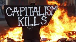 G20, Amburgo in fiamme, volo di 4 metri per 13 manifestanti, scontri nella notte, massima allerta sul corteo di