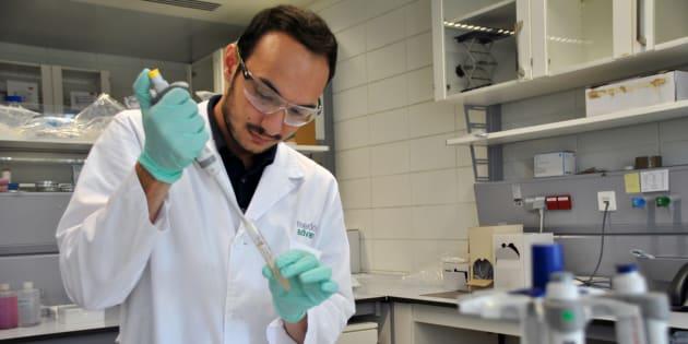 Manuel García Algar investiga cómo detectar el cáncer con solo analizar la sangre.