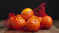 Une journaliste a réussi à faire passer un filet à mandarines pour un implant