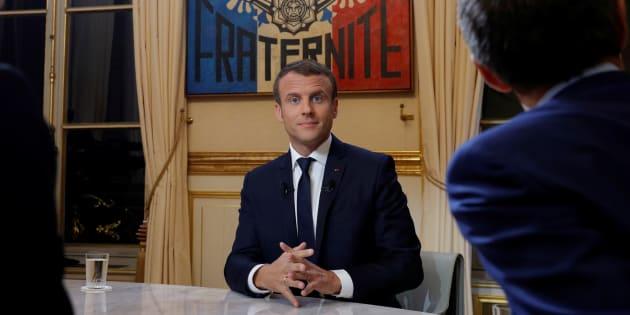 """Le Président Emmanuel Macron juste avant le """"Grand entretien"""" télévisé du 15 octobre 2017 au Palais de l'Elysée."""