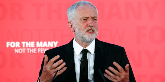 Voto Gb: Corbyn respinge critiche May