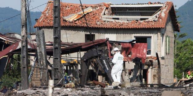Estado en el que quedó una de las casas afectadas por la explosión, donde los Tedax aún buscan material explosivo.