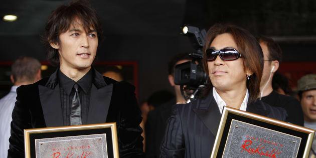 B'zの稲葉浩志さん(左)と松本孝弘さん=2007年11月、アメリカ・ハリウッド