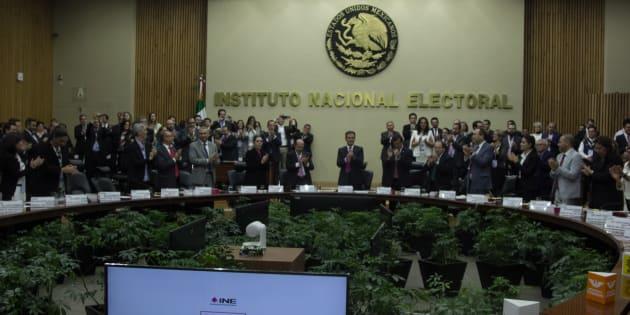 El INE designará al interventor que establezca las condiciones para determinar la posible liquidación del Panal y PES.