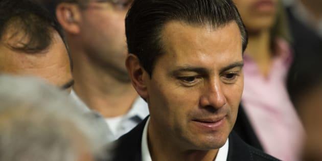 Enrique Peña Nieto, Presidente de México, tras dar una breve entrevista a los reporteros al concluir el encuentro con los usuarios de riego del país, en la residencia oficial de Los Pinos.