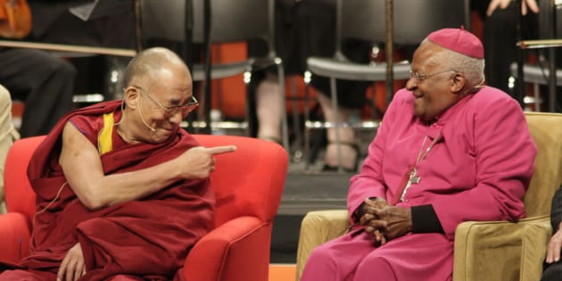 Exiled Tibetan spiritual leader The Dalai Lama (L) shares a laugh with Archbishop Desmond Tutu as they both take part in a dialogue on youth and spiritual connection as part of a five-day event to teach compassion to children in Seattle, Washington, April 15, 2008. REUTERS/Robert Sorbo (UNITED STATES - POLITICS RELIGION)                    BEST QUALITY AVAILABLE