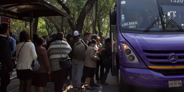 6 de marzo de 2018.- Usuarios del transporte público realizaron largas filas a las afueras del metro Auditorio, y a un costado de la última estación del Metrobús Línea 7  del mismo nombre, para poder abordar los camiones con dirección a Santa Fe.