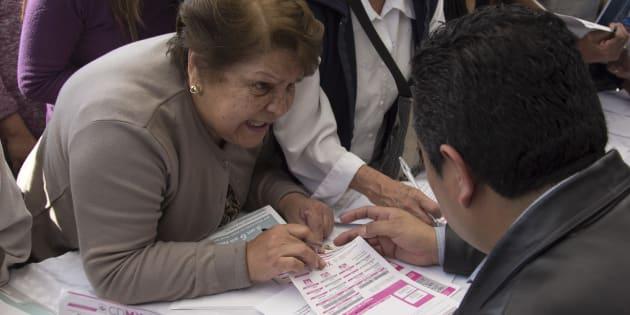 A principios de 2017, Morena colocó carpas informativas frente a la Secretaría de Finanzas capitalina, donde se hizo el llamado a las personas a presentar sus recibos de pago predial para que se les entregara uno nuevo sin la alza al impuesto.