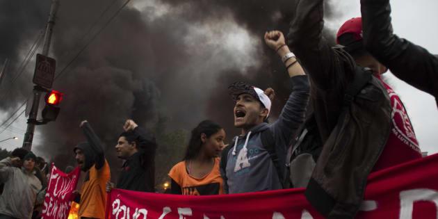 Protesto em São Paulo, na greve geral contra reformas do governo de Michel Temer.