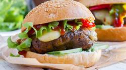 Estas comidas veganas vão dar um 'nó' na sua