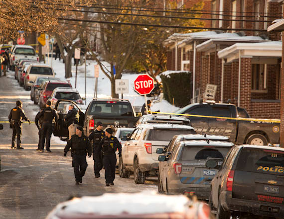 Gunman kills US Marshal, wounds officer at PA home