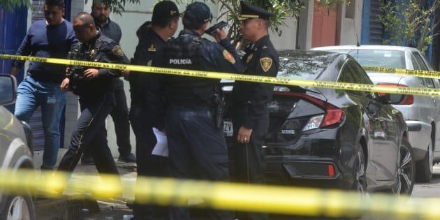 Una persona presuntamente líder santero, fue asesinado cuando llegaba a su casa a bordo de su automóvil, en la calle de Pajares y Colorines de la colonia Valle sur en Iztapalapa, el 19 de junio de 2018.