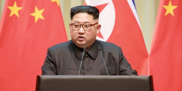 El líder norcoreano, Kim Jong Un, pronuncia un discurso durante una visita a Dalian, China.