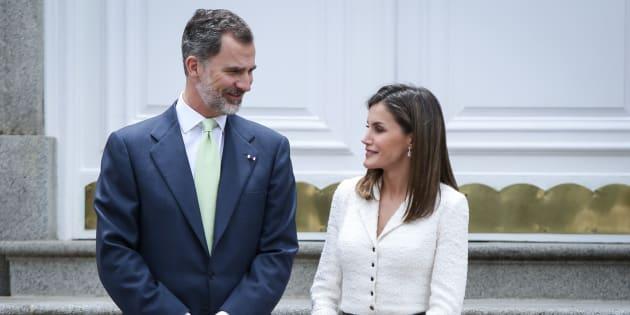 El rey Felipe y la reina Letizia en el palacio de la Zarzuela en una recepción en mayo.
