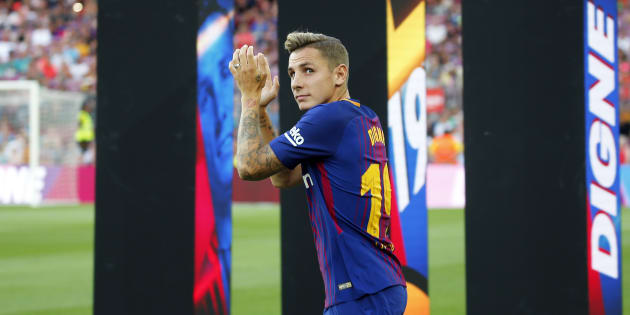 http://o.aolcdn.com/hss/storage/midas/c1eb9cb4efee513ebd37e385c4b51631/205586376/lucas-digne-during-the-presentation-of-the-team-201718-in-barcelona-picture-id827565774 (630×315)