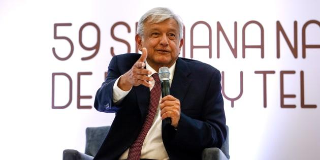 Andrés Manuel López Obrador, candidato presidencial de Morena-PES-PT, habla durante la 59 ° Semana Anual de Radio y Televisión en la Ciudad de México.