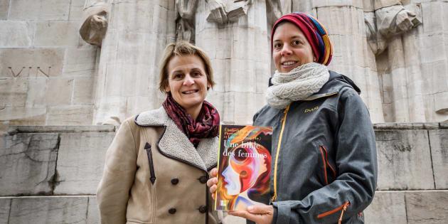 """Fatiguées de voir les textes sacrés de la Bible utilisés pour justifier la """"soumission des femmes"""", Elisabeth Parmentier et Lauriane Savoy ont décidé d'écrire leur propre version féministe du livre."""