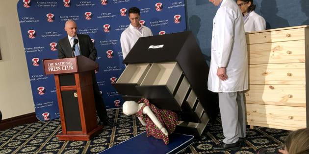 Ikea ribadisce il ritiro di 29 milioni di cassettiere Malm che hanno provocato la morte di 8 bambini