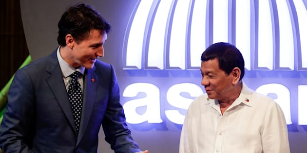 Prime Minister Justin Trudeau talks to Philippine President Rodrigo Duterte before the opening ceremony of the 31st Association of Southeast Asian Nations (ASEAN) Summit in Manila, Philippines on Nov. 13, 2017.