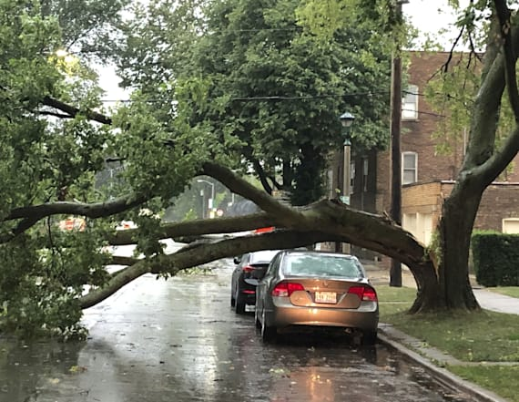 Storm packing 100-mph winds ravages Midwest, kills 1