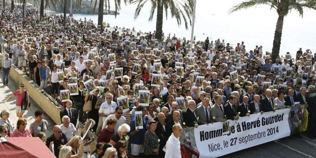 La marche blanche en hommage au guide de montagne Hervé Gourdel, décapité par des jihadistes liés à l'Etat islamique en Algérie, à Nice, le 27 septembre 2014.