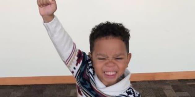 La réaction de ce garçon de 3 ans qui s'est fait adopter est parfaite