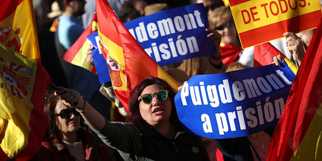 Pro-unity demonstrators with banners calling for the imprisonment of sacked Catalan President Carles Puigdemont, gather in Madrid, Spain, October 28, 2017. REUTERS/Susana Vera