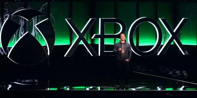 Phil Spencer, président exécutif du jeu chez Microsoft, devant les spectateurs au E3, le 10 juin.