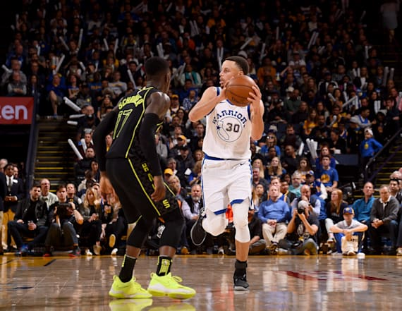 Curry suffers a possible serious knee injury