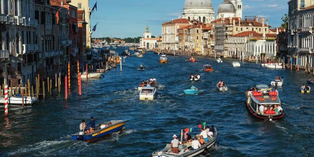 Troppi turisti a Venezia, New York Times: