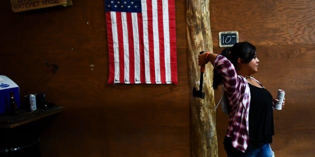 Le lancer de hache, ce nouveau loisir qui séduit les Américains